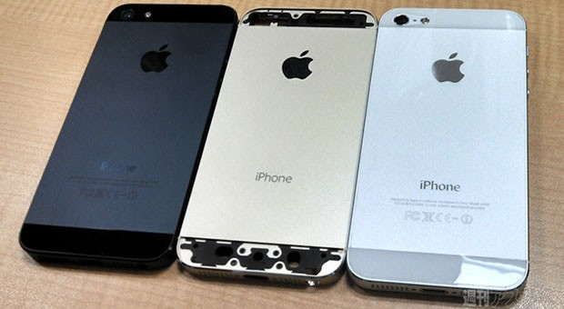 Gold iPhone 5S poses with current model in leaked group shot