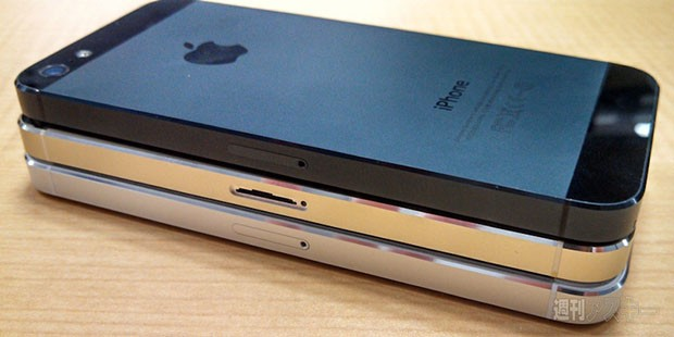 Champagne iPhone 5S poses with current model in leaked group shot