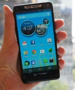 IRL Motorola's Droid RAZR M and the SignEasy digital signature app