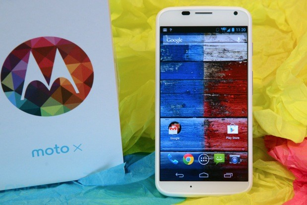 Moto X vs the new Droid lineup fight!