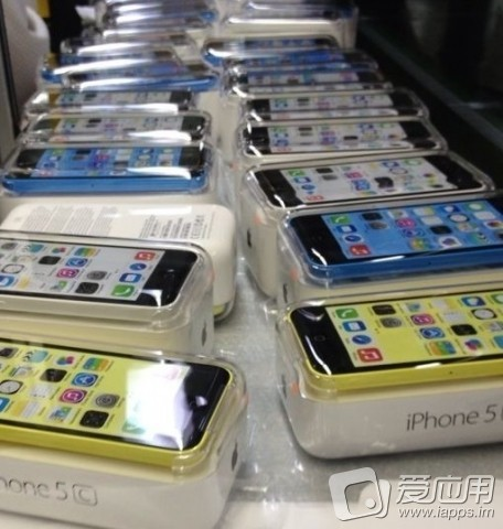 iPhone 5C glimpsed in blue and other colors, doesn't look awful