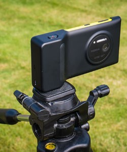 IRL Testing a camera grip for the Nokia Lumia 1020