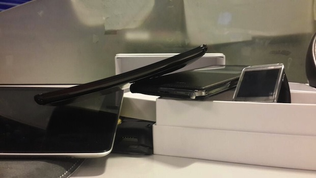 LG G Flex curved phone appears in the wild at an Argentinian TV station