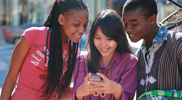 Majority of mobile users now use smartphones, blame those pesky teens