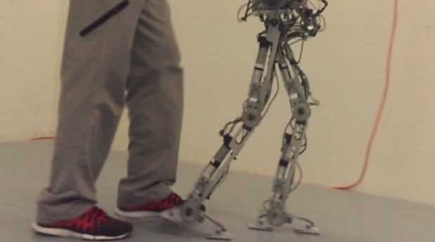 DNP RObot with humanlike heels and toes video