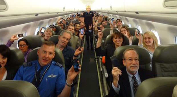 Delta and JetBlue get the FAA's allclear for electronics use during all stages of flight