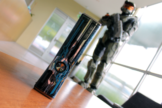 More shots of the Legendary Edition Halo 4 360 and controllers