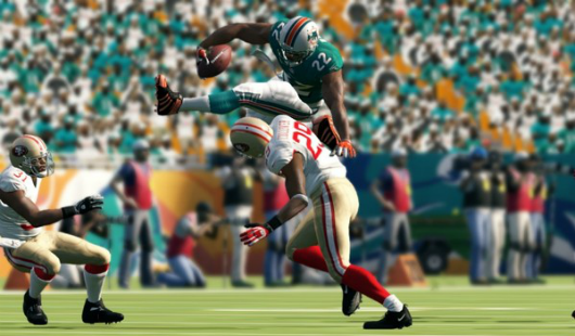 Madden 13 sells 900k copies day one
