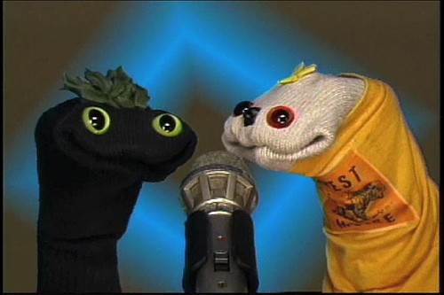 Sifl &amp; Olly come back from the laundry pile to review fake games