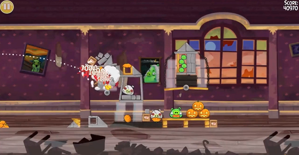 mini Angry Birds Seasons calls out the Haunted Hogs