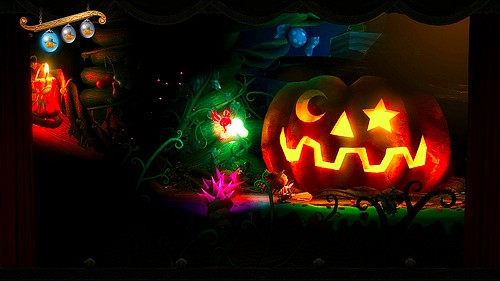 Puppeteer shows off a spooky Halloweenthemed level
