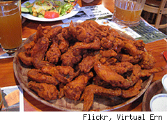 hooters girl chicken wings