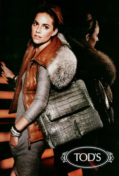 Tod's ad featuring an alligator bag.
