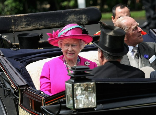 The Queen arrives in her ceremonial carriage.