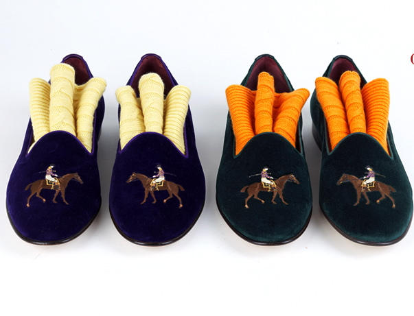 Velvet embroidered slippers