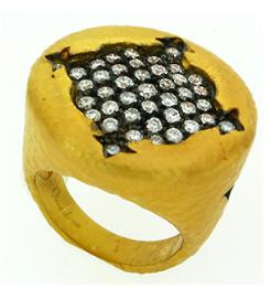Hand crafted 18kt yellow gold ring with 1.51 cts diamonds
