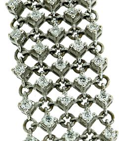 Hand crafted 18kt white gold diamond mesh bracelet with 4.72 cts diamonds