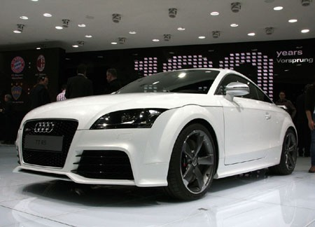 Audi Tt White. Audi TT RS debuts at Geneva