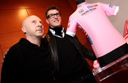 Domenico Dolce and Stefano Gabbana with the new maglia rosa