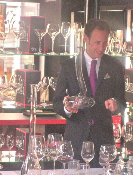 Maximilian Riedel with the Eve decanter