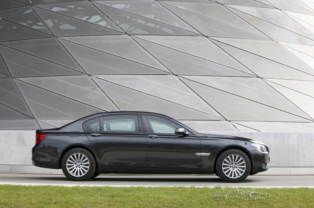19-bmw-7-high-security