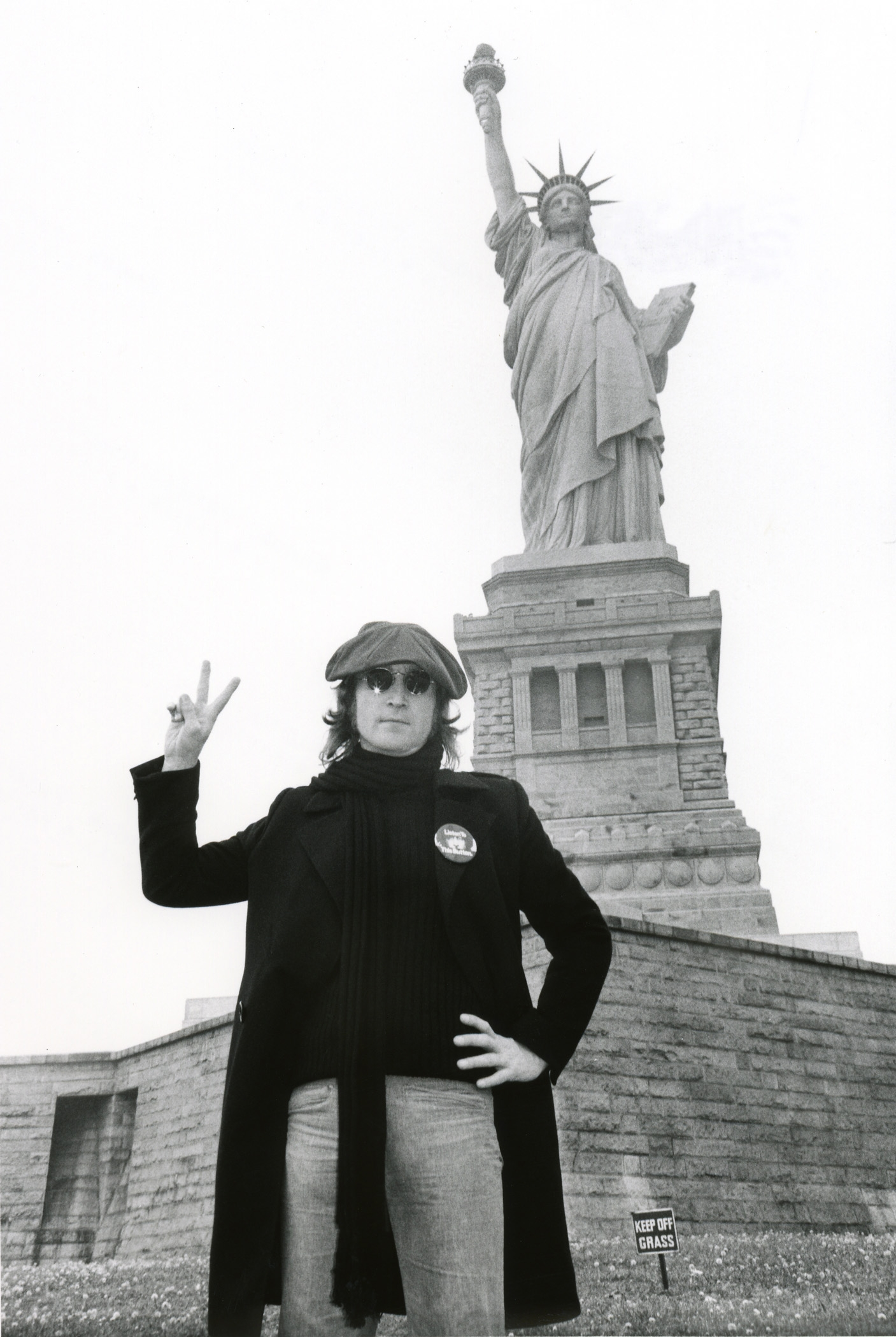 JOHN LENNON, STATUE OF LIBERTY (NYC 1974)