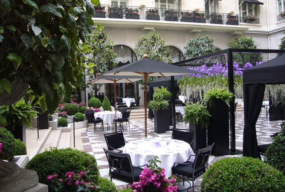 Travel guide paris top luxury hotels for Hotel george v jardins