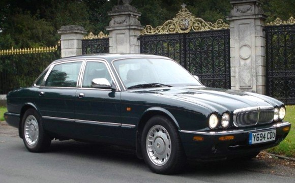 queen of england' jaguar daimler