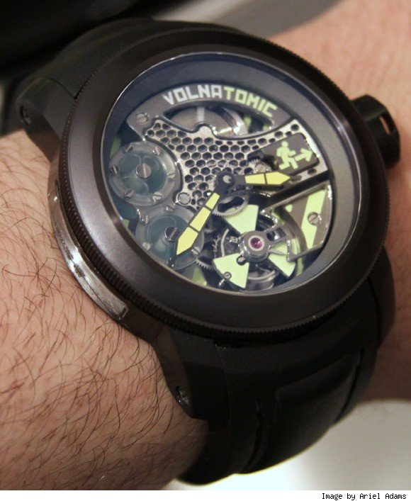 vonlatomic watch