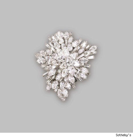 PLATINUM AND DIAMOND CLUSTER BROOCH