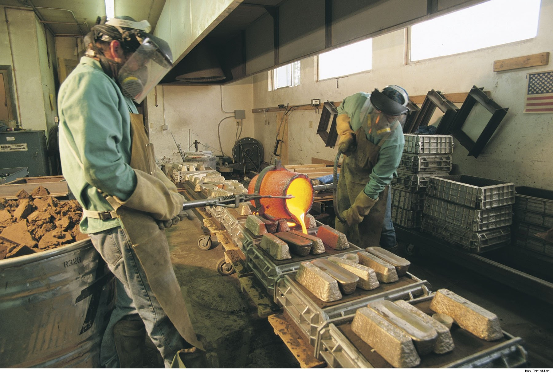 Craftsmen at Sun Valley Bronze