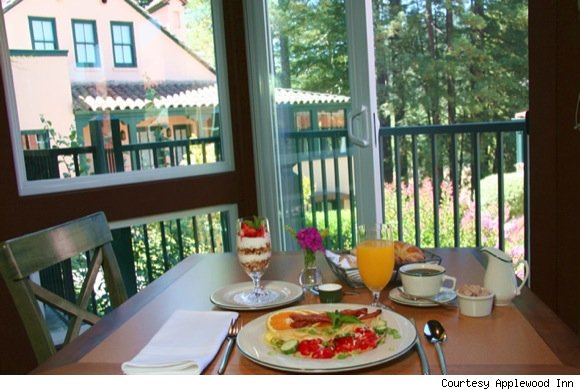 Breakfast Included at Applewood Inn
