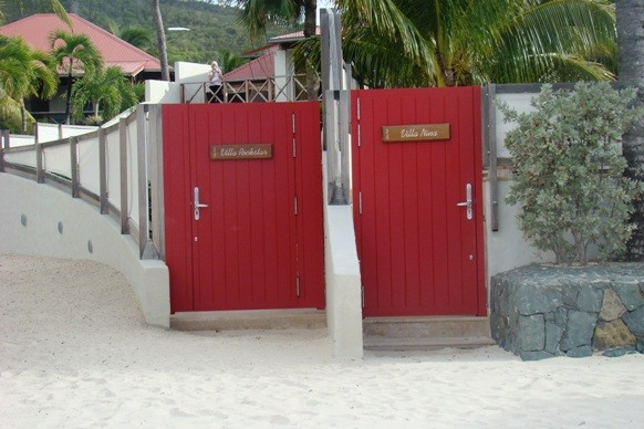 Private Entrances to Villa Rockstar and Villa Nina at Eden Rock