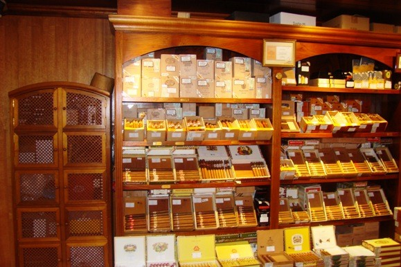The Shelves at La Casa del Habano