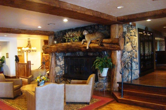 The lobby at the Snake River Lodge & Spa