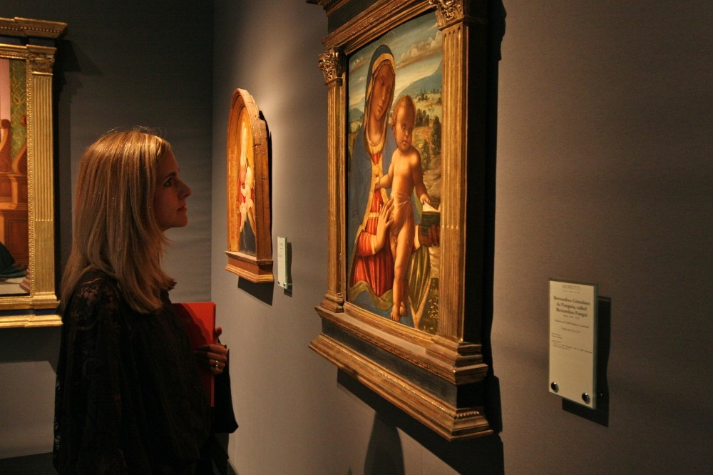 Summer Admires Paintings At The Moretti Gallery