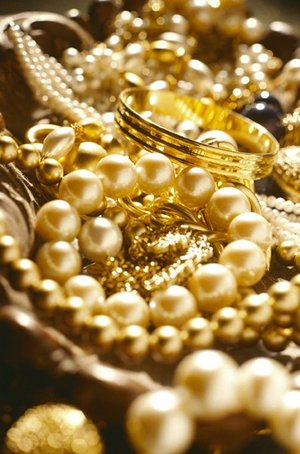 How to clean gold jewelry.