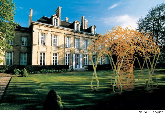 Veuve Clicquot commissioned the Gloriette for its guest house in Remis, the Hotel du Marc.