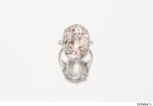 A magnificient and rare light pink diamond ring