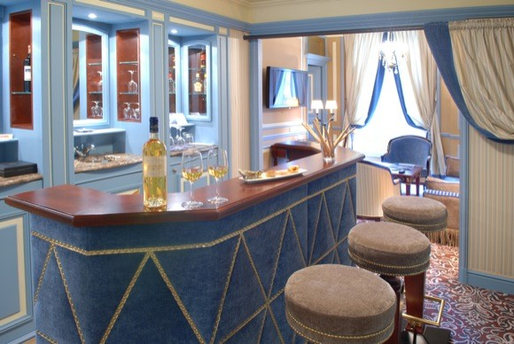The Regent Grand Hotel Bordeaux's Prestige Suite in Blue