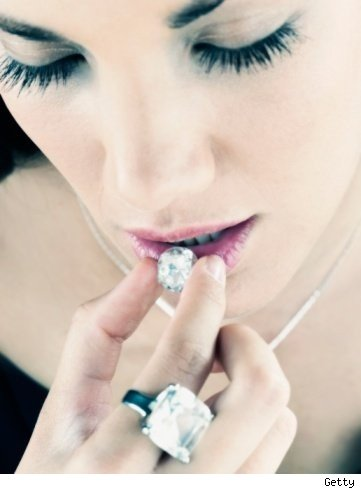 How to clean and store diamond jewelry