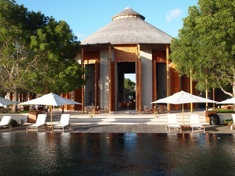 Poolside bar at Amanyara