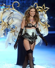 behati prinsloo, behati prinsloo sexy photos, victoria's secret fashion show