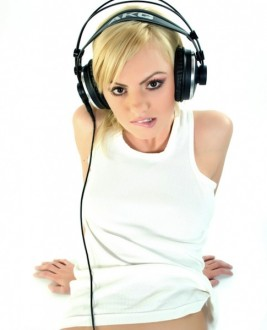 Alexandra  Stan photo