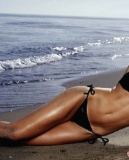 Nell McAndrew - Biography, Pictures, Filmography