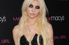 Hot or Not: Taylor Momsen's panda eyes