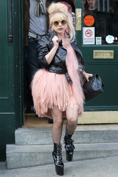 Lady Gaga in London pub