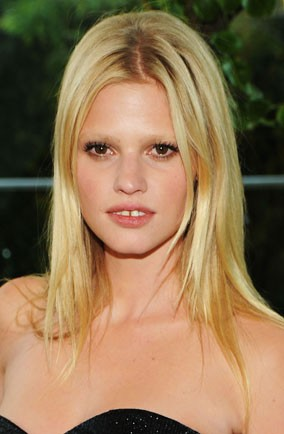 Lara Stone teeth