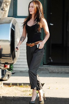 Street Style Megan Fox Rocks Killer Heels Huffpost Uk
