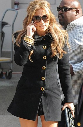 jennifer-lopez-black-coat
